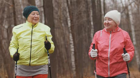 Krebskranke Frauen beim Onkowalking