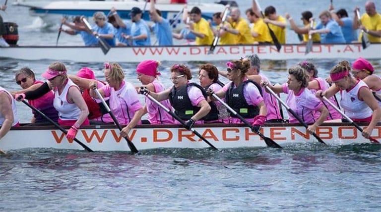 Vienna Pink Dragons in Drachenbooten gegen Krebs