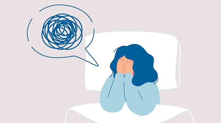Frau mit chronischem Fatigue Syndrom im Bett
